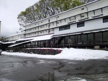 H25.笠原工業 4月雪景色.jpg